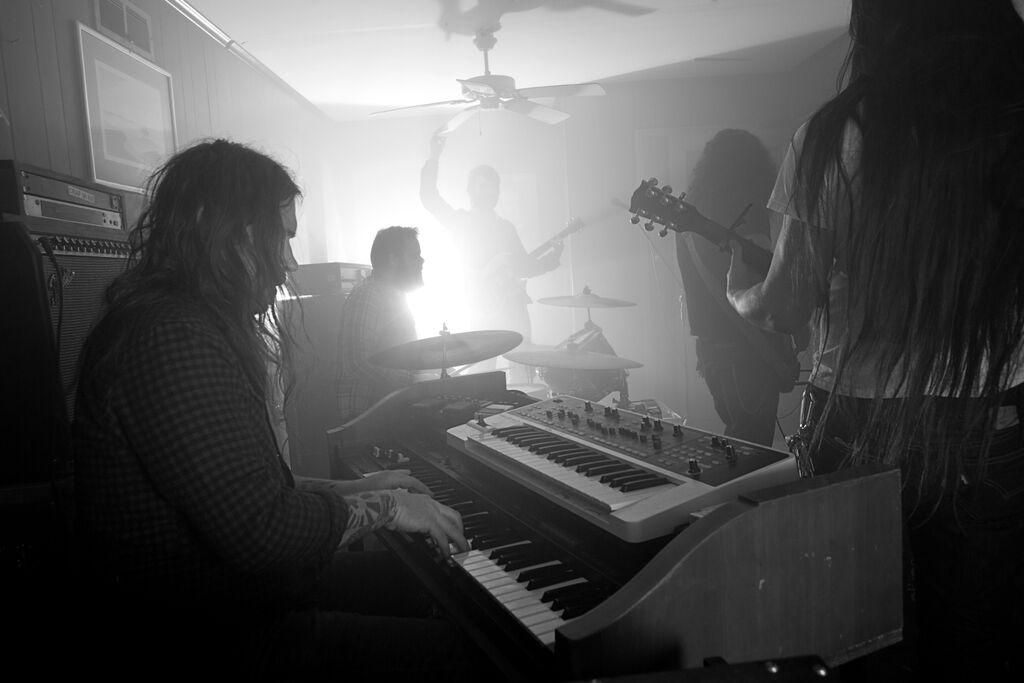 Niche_live_[photo_by_Andrew_Von_Goellner]